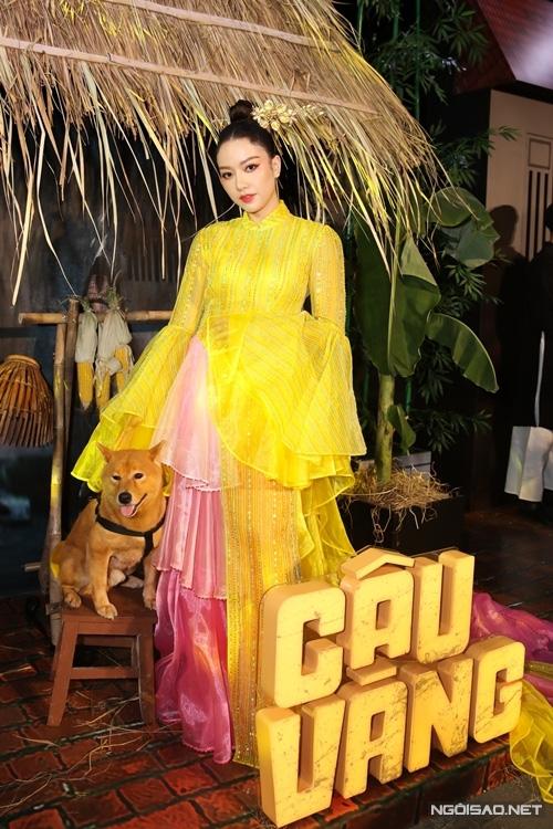 زوج Tang Thanh Ha در حال تماشای فیلم Cau Vang - تصویر 9.