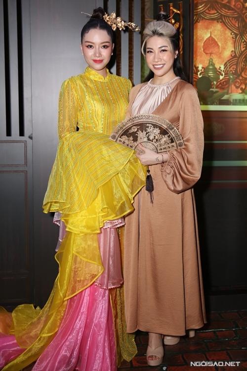 زوج Tang Thanh Ha در حال تماشای فیلم Cau Vang - تصویر 10.