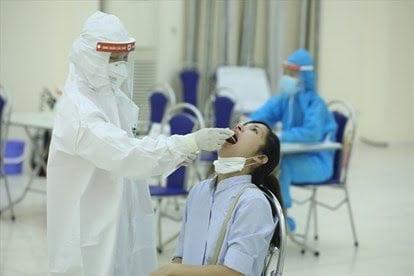Hà Nội phát hiện 2 ca dương tính SARS-CoV-2 mới, có bé gái 8 tuổi - Ảnh 1.