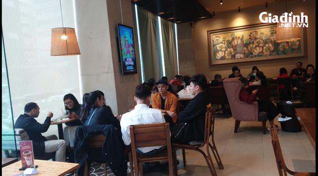 """Hà Nội: Rùng mình với quán ăn rôm rả, tập nập """"như chưa hề có"""" dịch COVID-19 - Ảnh 7."""