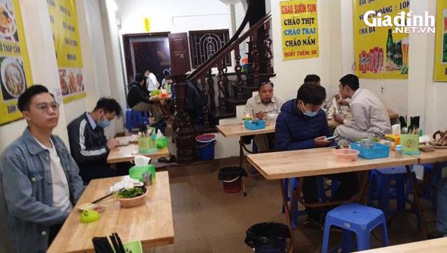 """Hà Nội: Rùng mình với quán ăn rôm rả, tập nập """"như chưa hề có"""" dịch COVID-19 - Ảnh 3."""