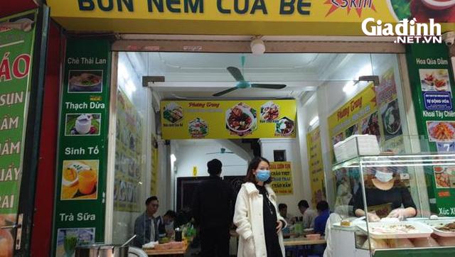 """Hà Nội: Rùng mình với quán ăn rôm rả, tập nập """"như chưa hề có"""" dịch COVID-19 - Ảnh 2."""