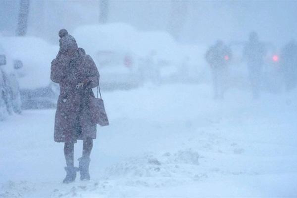 Hình ảnh người dân Texas oằn mình trong bão tuyết kỷ lục, đồ đạc trong nhà đóng băng, người dân chết vì mất điện - Ảnh 11.