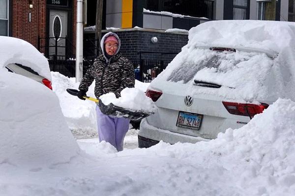 Hình ảnh người dân Texas oằn mình trong bão tuyết kỷ lục, đồ đạc trong nhà đóng băng, người dân chết vì mất điện - Ảnh 12.