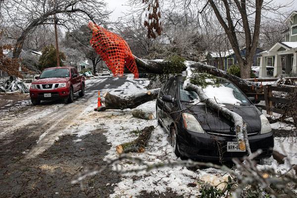 Hình ảnh người dân Texas oằn mình trong bão tuyết kỷ lục, đồ đạc trong nhà đóng băng, người dân chết vì mất điện - Ảnh 13.