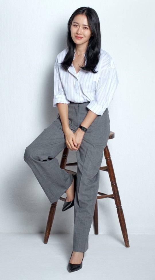 Quần ống rộng phổ biến như thế mà Son Ye Jin rất hiếm khi mặc, và đây chính là lý do - Ảnh 1.