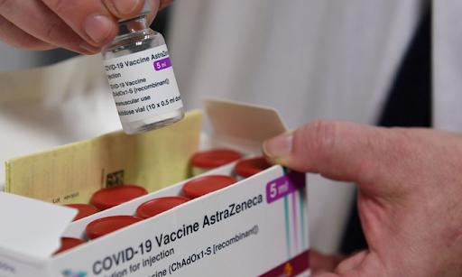 10h sáng nay, lô vaccine COVID-19 đầu tiên về tới Việt Nam - Ảnh 2.