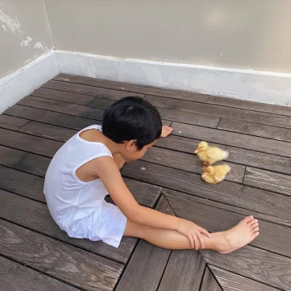 Con trai Tăng Thanh Hà càng lớn càng đảm đang không kém gì mẹ - Ảnh 4.