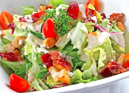 5 sai lầm phổ biến khiến nhiều người chọn salad giảm cân đều thất bại - Ảnh 2.
