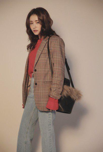 3 kiểu áo blazer không thể thiếu trong tủ đồ mùa Xuân Hè của nàng công sở - Ảnh 7.