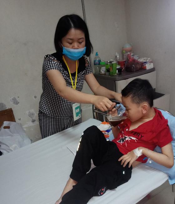 Bé trai 8 tuổi bị ung thư máu mong một cái Tết trọn vẹn - Ảnh 4.