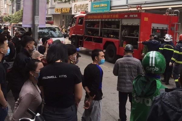 شاهدان گفتند که آتش سوزی 4 کشته در هانوی را در بر گرفت - عکس 4.
