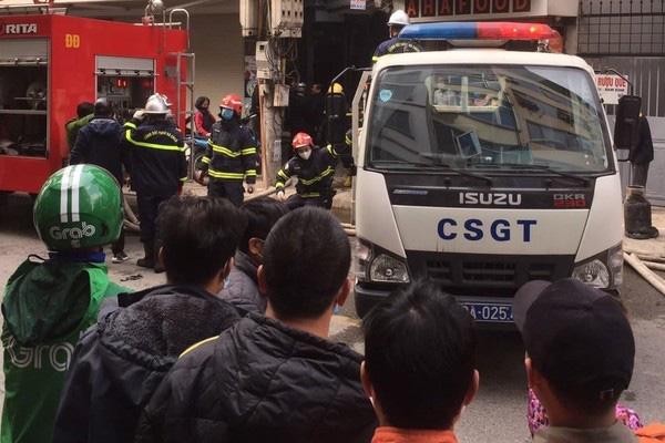شاهدان گفتند که آتش سوزی 4 کشته در هانوی را در بر گرفت - عکس 5.