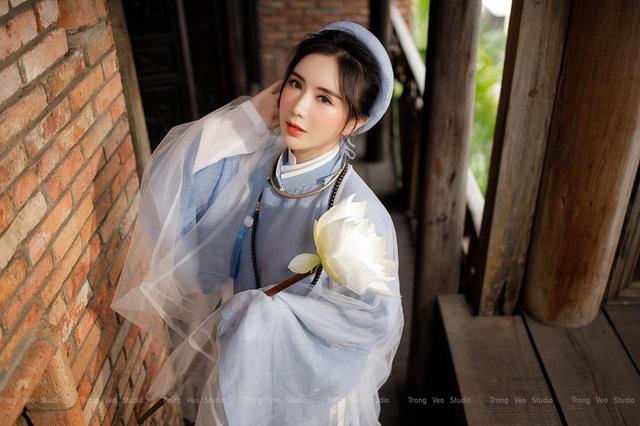 دختر داغ از مدرسه HUFLIT به عنوان یک رویا با پیراهن Tac سنتی زیبا است - عکس 1.
