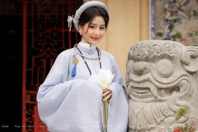 دختر داغ مدرسه HUFLIT به عنوان یک رویا با پیراهن Tac سنتی زیبا است - عکس 2.