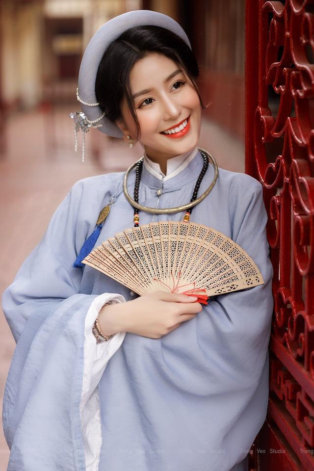 دختر داغ مدرسه HUFLIT به عنوان یک رویا با پیراهن Tac سنتی زیبا است - عکس 3.