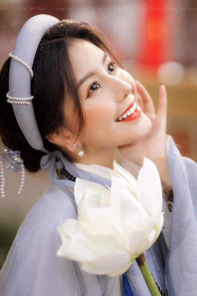دختر داغ مدرسه HUFLIT به عنوان یک رویا با پیراهن Tac سنتی زیبا است - عکس 6.