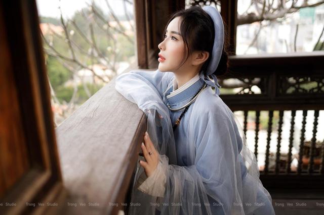 دختر داغ از مدرسه HUFLIT با یک پیراهن سنتی Tac به عنوان یک رویا زیبا است - تصویر 7.