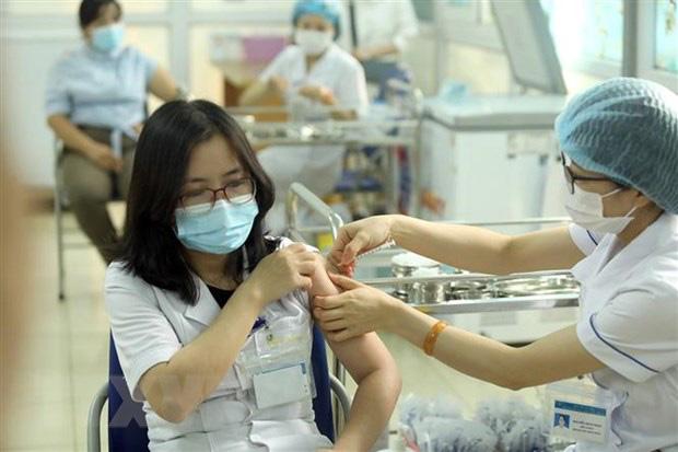 Phản ứng sau tiêm vaccine COVID-19 tại Việt Nam thấp tương đương khuyến cáo, người dân cần bình tĩnh - Ảnh 4.