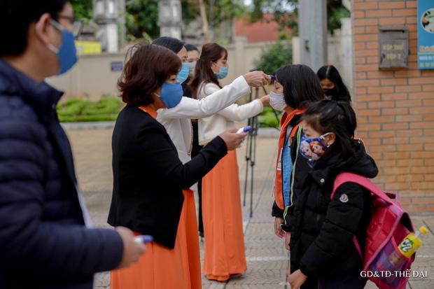 Thầy trò trường Tiểu học Xuân Phương mừng rỡ ngày đi học trở lại - Ảnh 2.