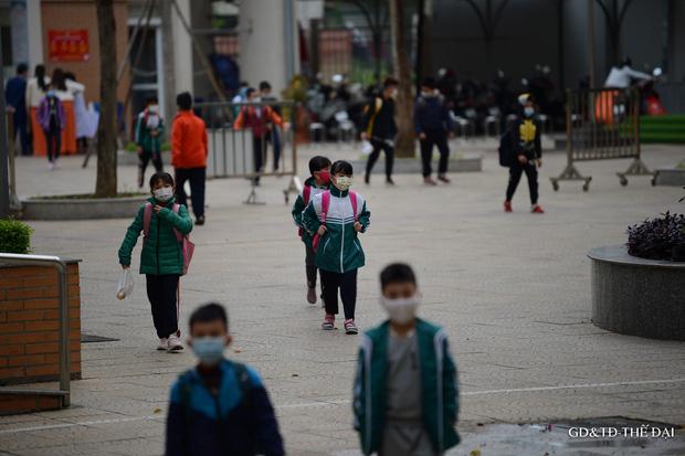 Thầy trò trường Tiểu học Xuân Phương mừng rỡ ngày đi học trở lại - Ảnh 12.