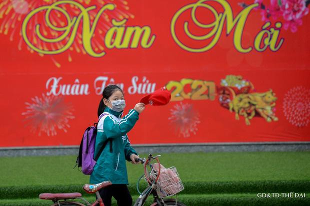 Thầy trò trường Tiểu học Xuân Phương mừng rỡ ngày đi học trở lại - Ảnh 15.