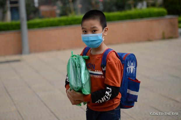 Thầy trò trường Tiểu học Xuân Phương mừng rỡ ngày đi học trở lại - Ảnh 9.