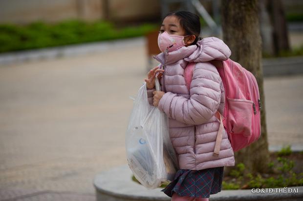 Thầy trò trường Tiểu học Xuân Phương mừng rỡ ngày đi học trở lại - Ảnh 10.