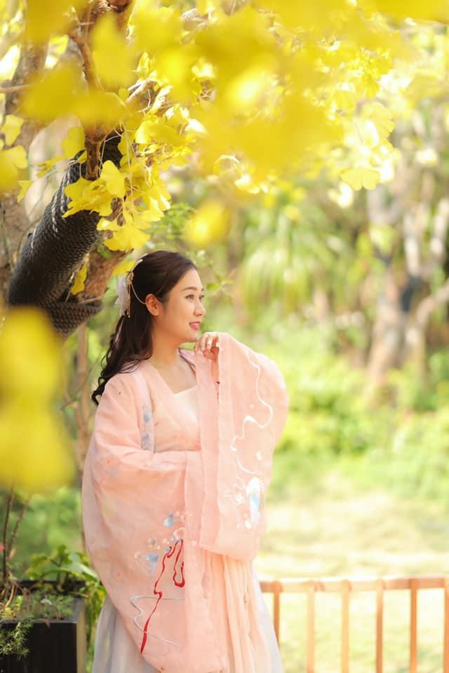 Vợ kém 12 tuổi trẻ trung xinh đẹp của NSND Tự Long - Ảnh 9.