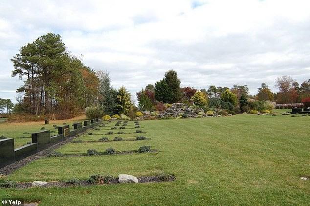 Nhân viên nghĩa trang bị chôn sống khi đang hăng say đào huyệt  - Ảnh 2.