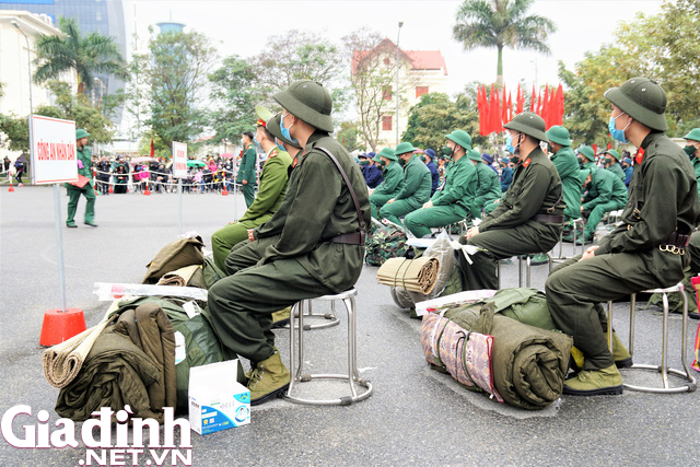 Tân binh Hải Phòng bịn rịn trong ngày nhập ngũ - Ảnh 7.