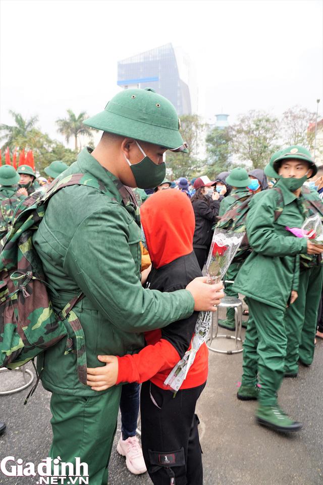 Tân binh Hải Phòng bịn rịn trong ngày nhập ngũ - Ảnh 12.