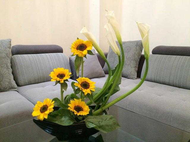 Bí quyết trang trí văn phòng làm việc bằng hoa tươi cực hay - Ảnh 2.