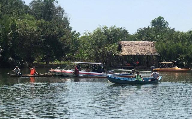Lật ghe trên hồ gần khu sinh thái, 1 thanh niên chết đuối - Ảnh 1.