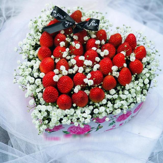 Choáng toàn tập với những bó hoa chồng nhà người ta tặng vợ dịp 8/3 - Ảnh 2.