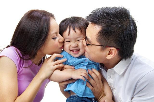 8 lợi ích tuyệt vời khi cha mẹ ôm con thường xuyên - Ảnh 1.