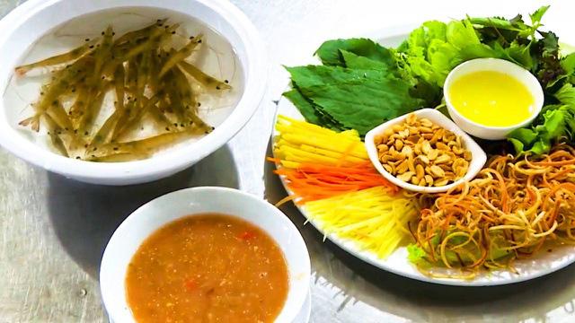 Món tôm bò nhảy tanh tách trong miệng, thách thức thực khách ở Quảng Ninh - Ảnh 4.