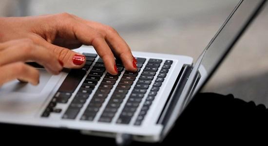 Tin buồn với học sinh, sinh viên, dân công sở: Laptop ồ ạt tăng giá - Ảnh 1.