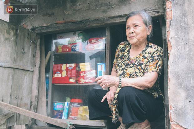 Có một cửa tiệm 60 năm của bà trùm tạp hóa ở Hà Nội khiến ai đi qua cũng nhớ về tuổi thơ - Ảnh 8.