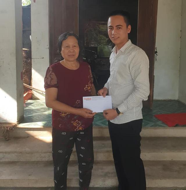 Báo Gia đình và Xã hội trao tiền bạn đọc ủng hộ đến hoàn cảnh khó khăn ở Hà Tĩnh - Ảnh 2.