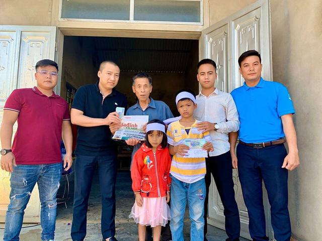 Báo Gia đình và Xã hội trao tiền bạn đọc ủng hộ đến hoàn cảnh khó khăn ở Hà Tĩnh - Ảnh 3.