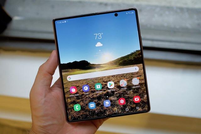 Loạt smartphone giảm giá cả chục triệu đồng đầu tháng 4 - Ảnh 1.
