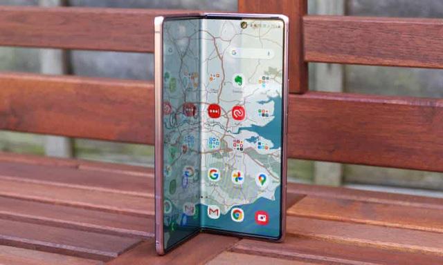 Loạt smartphone giảm giá cả chục triệu đồng đầu tháng 4 - Ảnh 2.