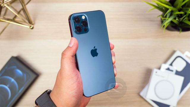 Loạt smartphone giảm giá cả chục triệu đồng đầu tháng 4 - Ảnh 3.