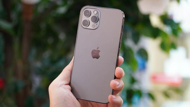 Loạt smartphone giảm giá cả chục triệu đồng đầu tháng 4 - Ảnh 4.