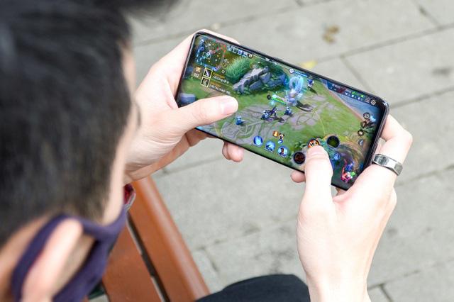 Loạt smartphone giảm giá cả chục triệu đồng đầu tháng 4 - Ảnh 8.