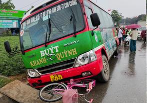 Xe buýt tông bé gái 10 tuổi tử vong - Ảnh 2.