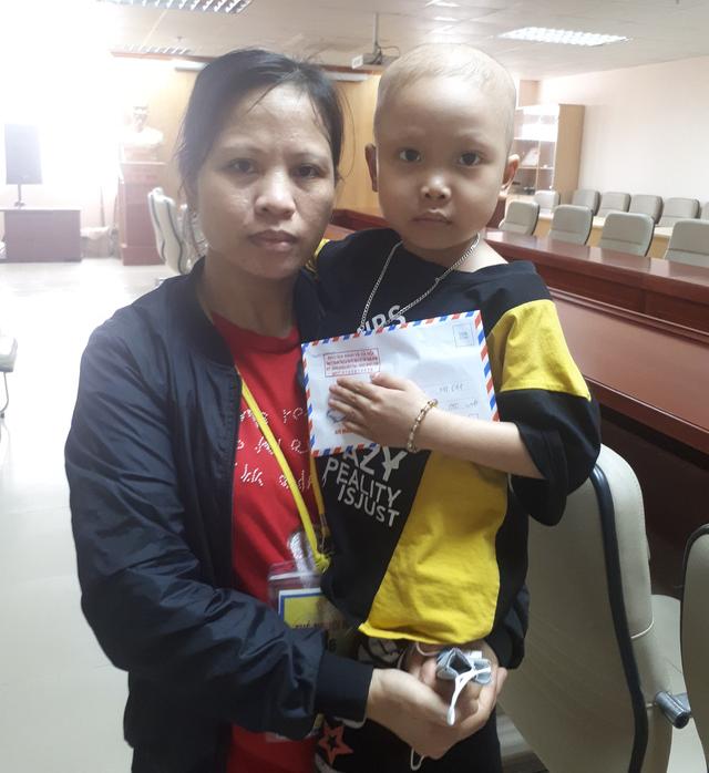 Hơn 24 triệu đồng đến với cháu bé bị ung thư máu - Ảnh 3.