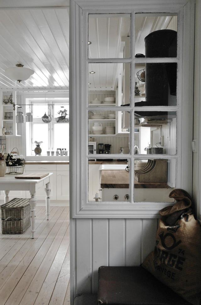 Sáng tạo với khung cửa sổ cũ để trang trí và lưu trữ chất lừ - Ảnh 7.