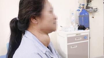 Người phụ nữ mang khối u khổng lồ ở cổ - Ảnh 2.